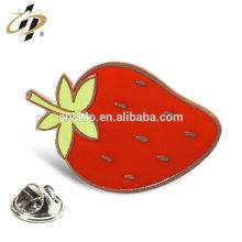 Badge promotionnel plaqué or à la fraise plaqué or