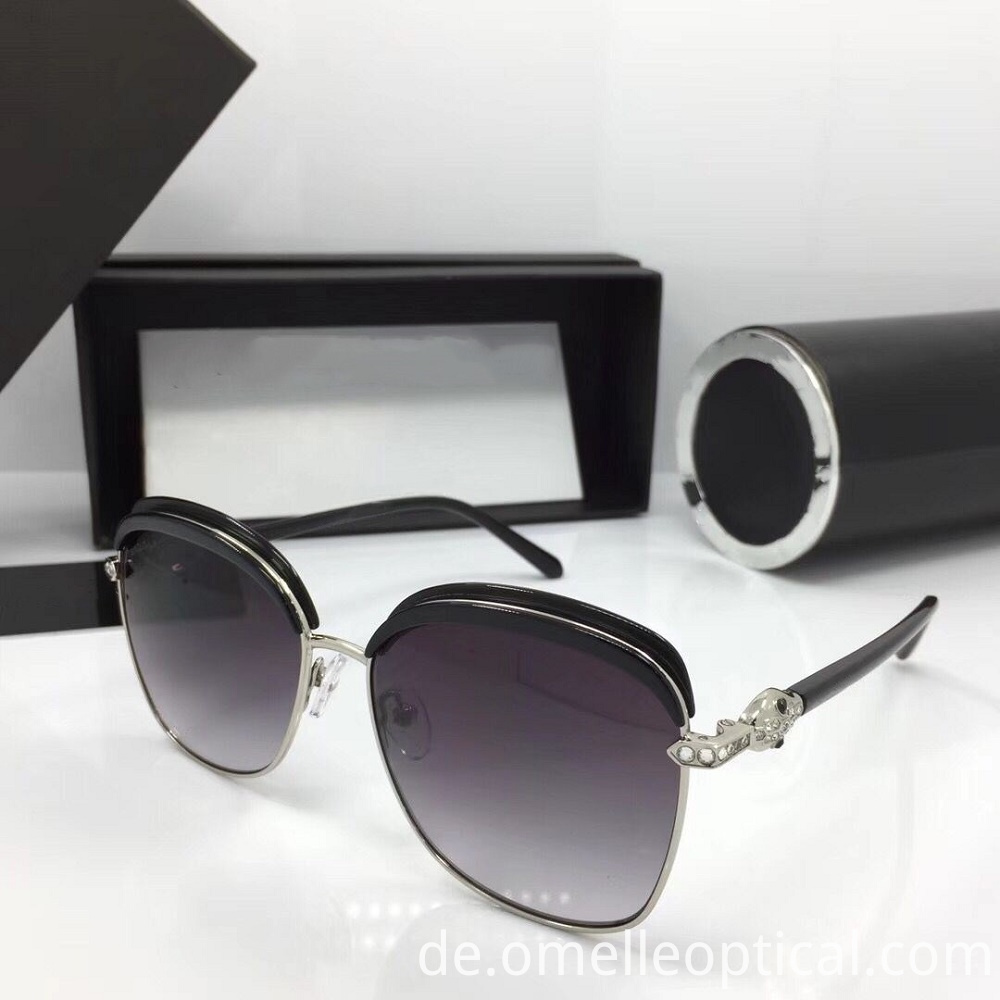 Grey Mirrored Sunglasses