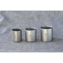 Изолированная чашка для сока с двойными стенками