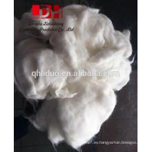 Fibras de lana de pelo de conejo de angora blanca