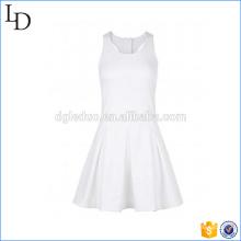 Weißes atmungsaktives Baumwollsommer-Frauensportkleid