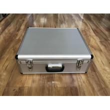 Портативный инструментальный ящик на заводе