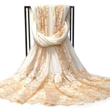 La última empalme el cordón de seda de la bufanda