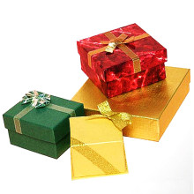 Caixas de Papel com Cruzamento de Fita Dourada