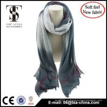 El nuevo solf uso material de la bufanda del mantón del color del gradiente de la alta calidad en la playa