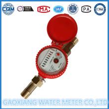 Um medidor de fluxo de água quente a jato com mostrador seco
