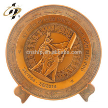 Échantillon gratuit logo en métal personnalisé art laiton gravé victoire jour de retour cadeaux assiette souvenir