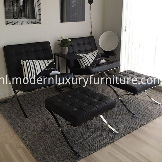 Black_Leather_Barcelona_Chair