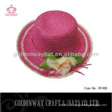 Chapeau de paille en papier rose chaud pour l'été