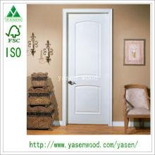 Porta de madeira branca arqueada interior do painel da fábrica
