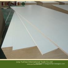 1220X2440X18mm MDF moulé en mélamine de couleur blanche pour fabriquer des meubles