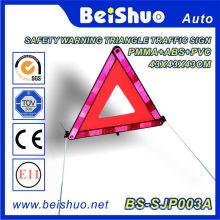 Sinal de aviso reflexivo do triângulo do carro
