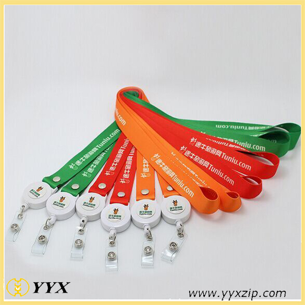 retractable clip lanyard