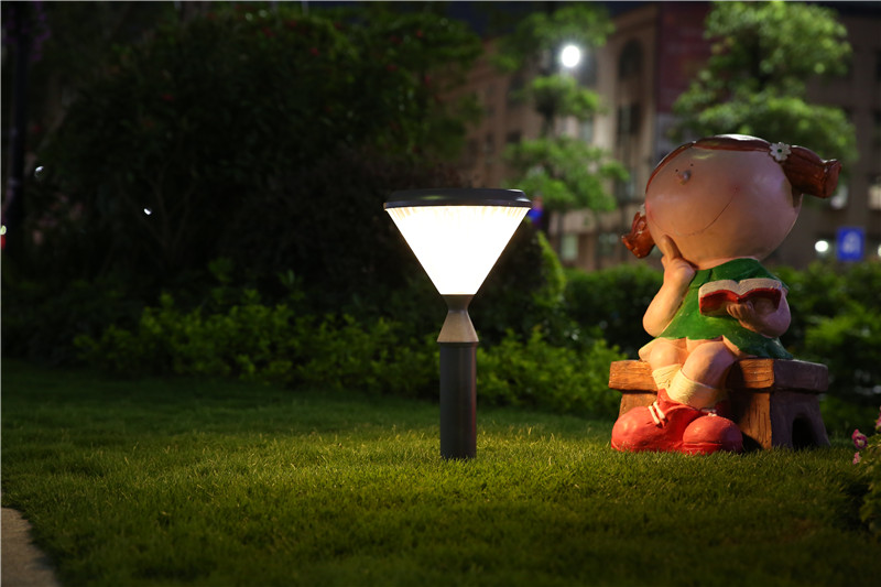Energy-saving solar lawn light without charging