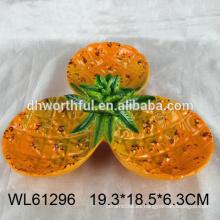 2016 placa de cerámica de venta caliente para el caramelo en forma de piña