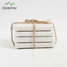 weiße quadratische Untersetzer aus Marmor