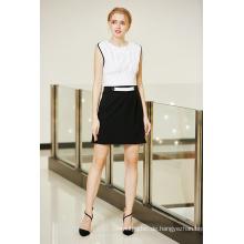 Elegantes Schwarzweiss-MITTLERES Taillen-gepaßtes Kleid mit gefalteter Spitzen-Taille und Gürtelschlaufe-Front