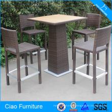 Tabouret de bar et table de rotin de meubles de barre élevée