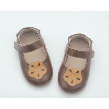 Coloree los zapatos opcionales de los niños de los zapatos de los bebés