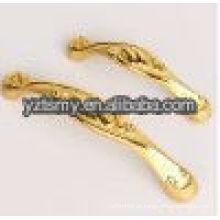 alças clássicas com tinta dourada