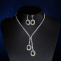 La joyería de la boda fija el collar y el pendiente plateados platino de Cryatal