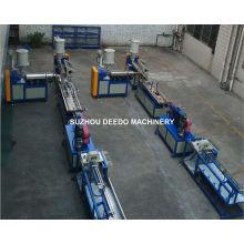 Máquina expulsando plástica para fazer o abajur semi redondo do diodo emissor de luz