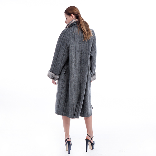 Cashmere coat with collar