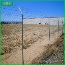 2016 hot sale low price diamond razor wire mesh fence