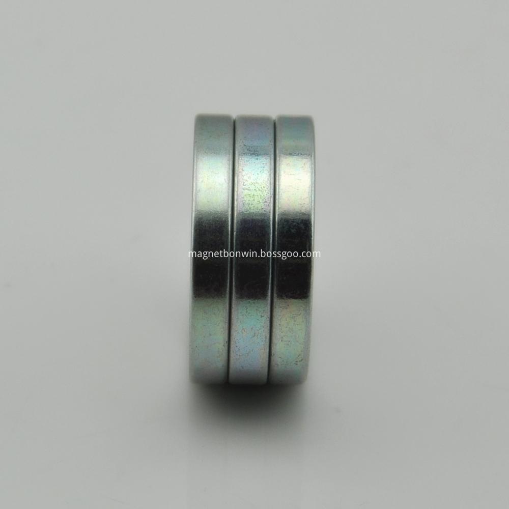 Round permanent magnet
