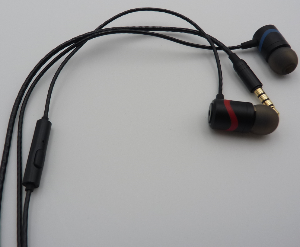 Noise Isolating in-Ear Earphone
