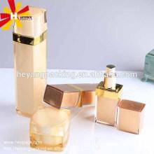 Роскошная золотистая квадратная косметическая бутылка сыворотки
