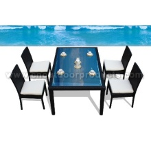 Mimbre al aire libre de mesas y sillas