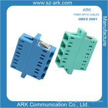 Competive Precio LC de cuatro núcleos de dos piezas de fibra óptica adaptador