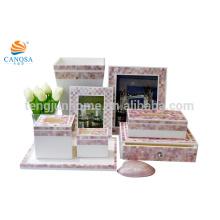 Ensembles de toilette en polyresine à coquille rose de huit pièces