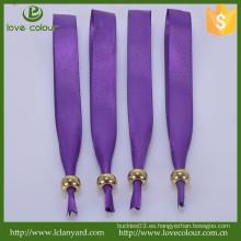 Pulsera de satén púrpura por encargo con el metal que desliza el grano