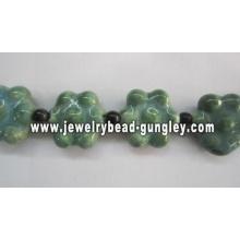 Granos de cerámica de forma de flor