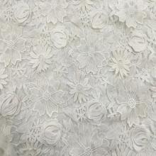 Tissu de broderie à la main de fils laiteux 3D