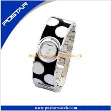 La montre-bracelet à quartz de mode spéciale pour les femmes
