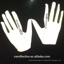 reflektierendes Gewebe aus silbergrauem Stretch für die Herstellung eines Handschuhs