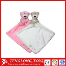 Baby beschwichtigt das Handtuch