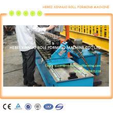 goujon en métal et rouleau de piste formant la machine