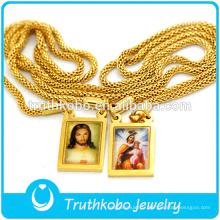 Conception simple avec deux médailles religieuses époxy en gros en acier inoxydable Jésus et collier de chaîne de la Vierge Marie