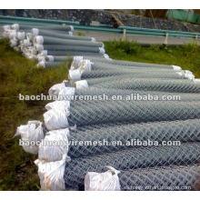 Valla de enlace de cadena galvanizada o revestida de PVC en tienda (fábrica de Anping)