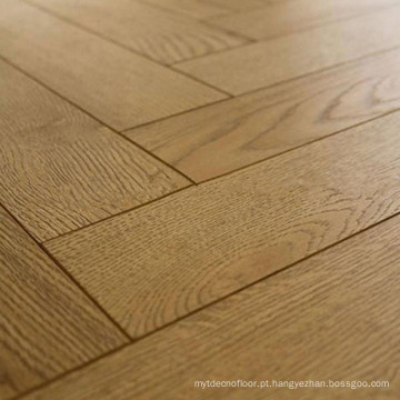 Revestimento de madeira de desenhos em espinha do carvalho da madeira maciça