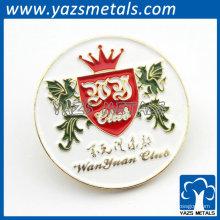 remiendo bordado con el logotipo y la corona del dragón