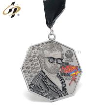 Échantillon gratuit en argent antique 3D en relief finissant médailles avec coutume