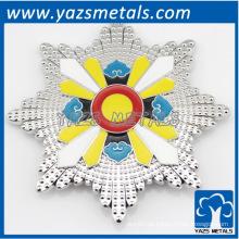 kundenspezifische glänzende silberne Metallverzierung, jede mögliche Größe, Firmenzeichenentwurf