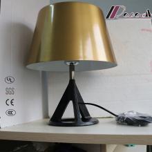 Nuevo diseño lámpara de mesa de metal decorativo para el hotel