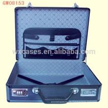 tragbare Aluminium anständige Koffer mit Leder Brieftasche auf dem Kofferdeckel