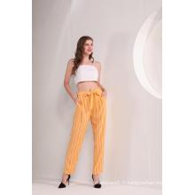Pantalon à la cheville rayé jaune pour femme